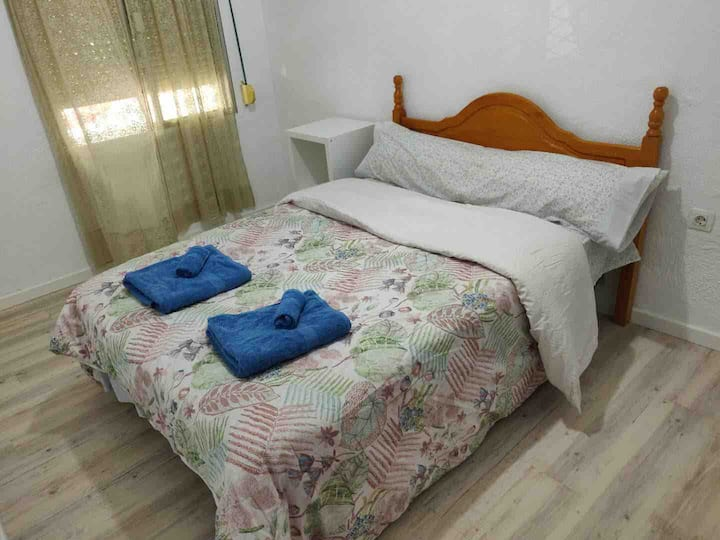 5 mins walk to Train Station Low Cost Youth Hostel
