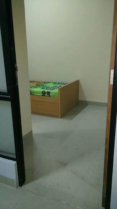 pintu masuk kamar