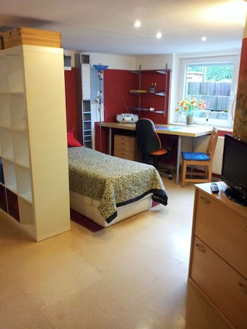 toy-fair / exhibition-center / room to rent - Nürnberg - Bed & Breakfast