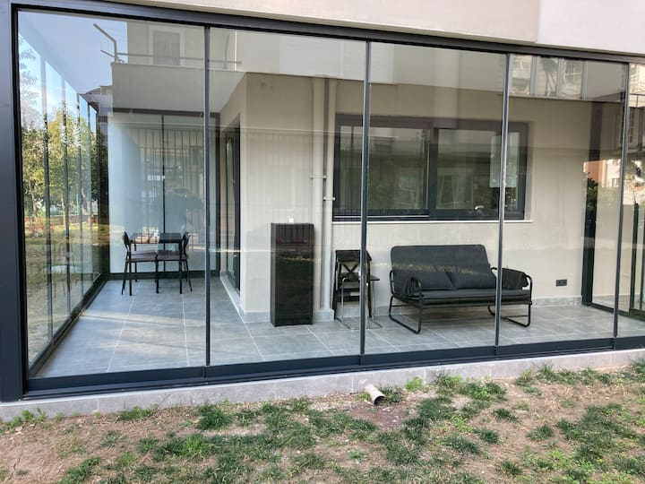 luxury apartment + terrace/garden + sea/mountain