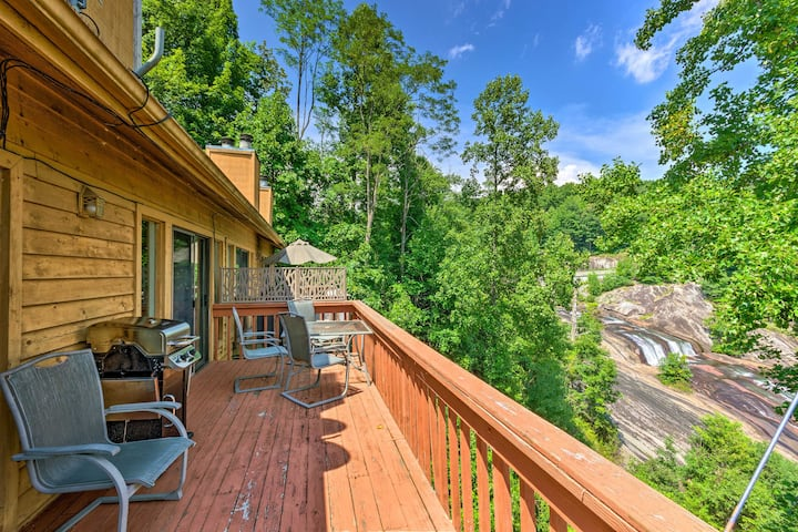 Lake Toxaway Condo w/Deck & Waterfall Views!