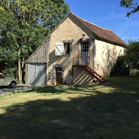 Charmant logement en pleine nature avec piscine - Boissy-Maugis - Huis