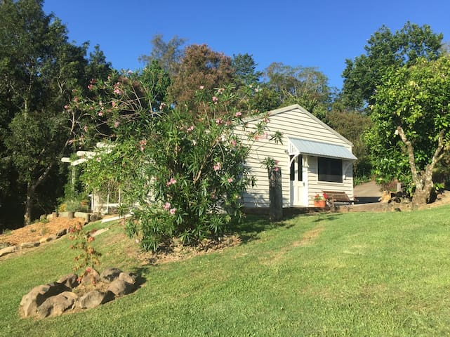 A & F Garden Cottage (Oura Park)
