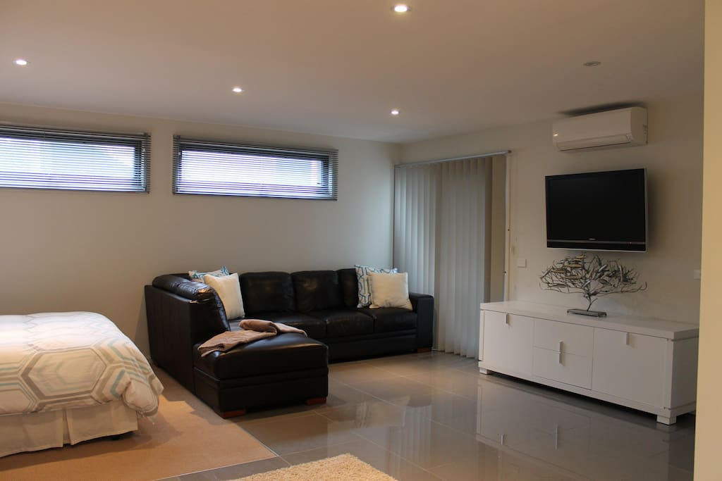Leather couch, TV, DVD, aircon/heating.