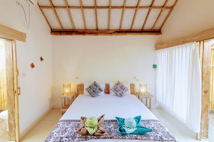 GILI MATIKI rooms with AC, Hot Water, breakfas