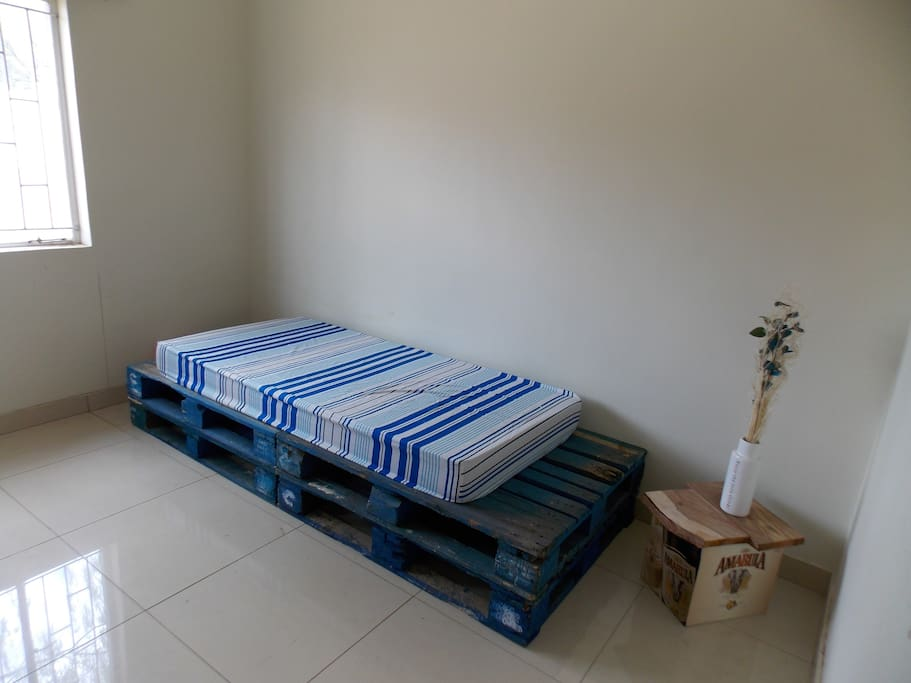 Furnished available room with single bed