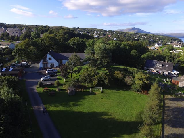 Large self-catering,private grounds, ample parking - Tobermory