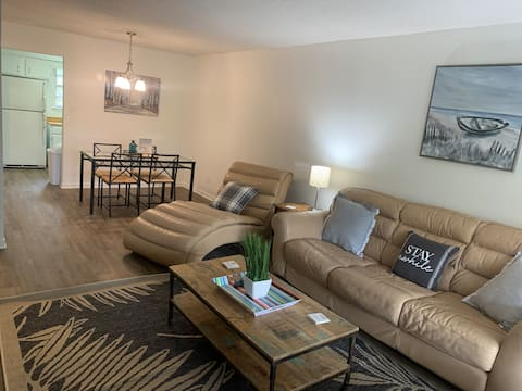 Large 2 Bedroom Apartment in Downtown Fairhope