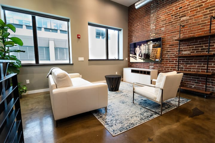 Center City Penthouse w/Rooftop Patio, Sleeps 8!