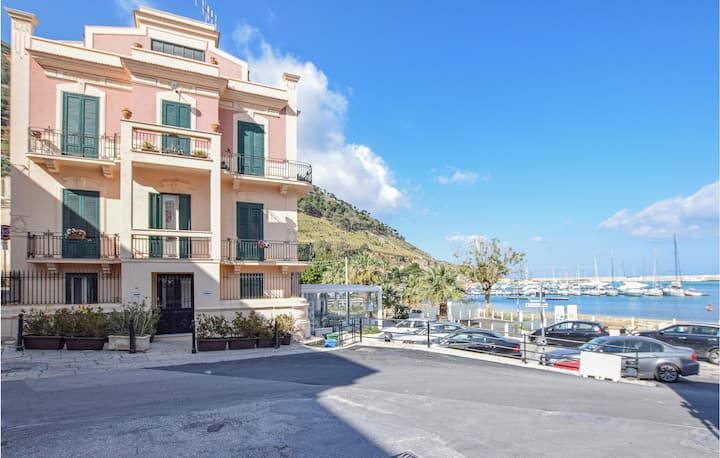Stunning apartment in Castellammare d.G. with WiFi and 3 Bedrooms