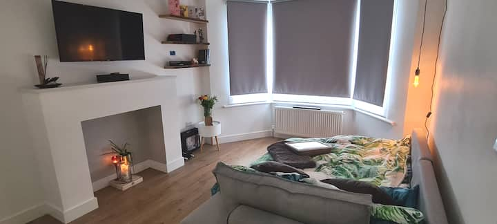 Cosy adaptable room in a newly refurbished Home