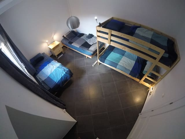 Nice quiet modern room perfect for Couples&Groups!