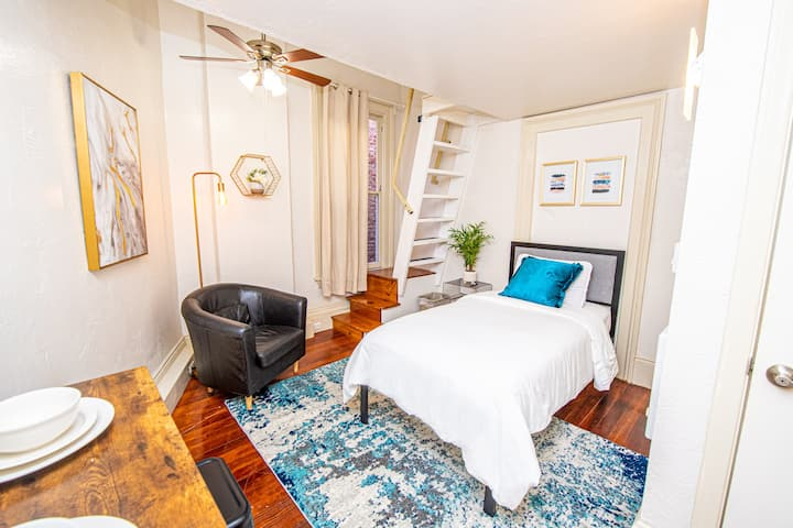 Bright San Diego Studio in the Heart of Gaslamp!