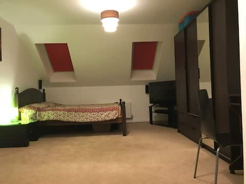 Large King size bedroom with en-suite