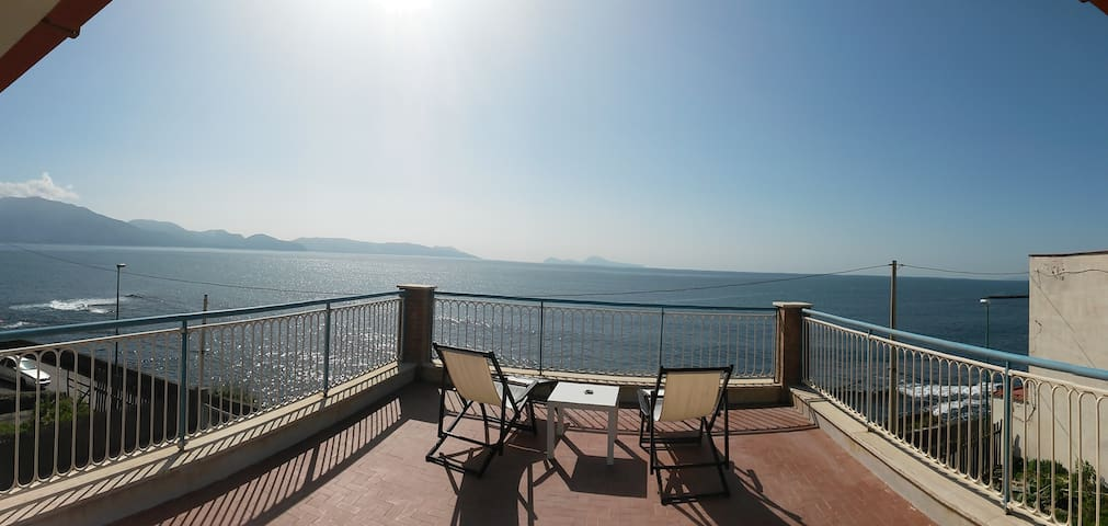 Terrace of the Stilt House /-|-\ ...landed! - Torre del Greco - Apartment