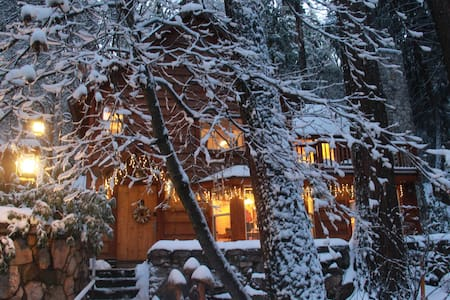 "BURNT MILL CANYON COTTAGE, ROMANTIC, ""JUST FOR 2"" - Lake Arrowhead"