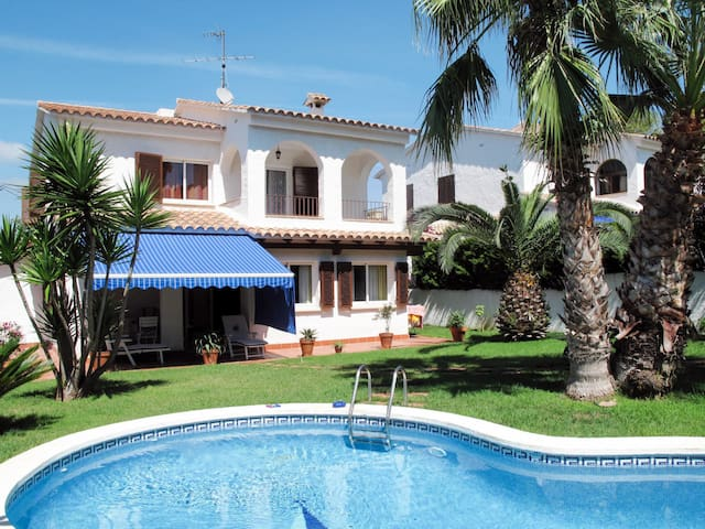 Spacious and comfortable holiday home Santiago with pool, 800m from the sandy beach