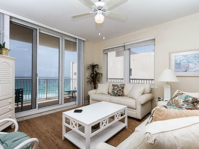 Amazing Condo, Beach-Setup Included, Outdoor Pool & Hot Tub, Gulf-Front