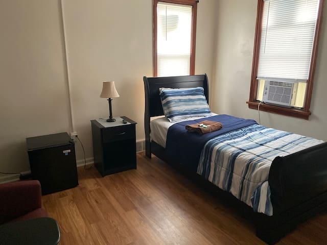 Cozy Private Rooms available in Milwaukee - Rm5