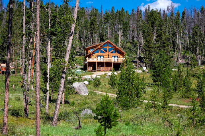 Secluded Log Cabin,views of Lake/Mnt,Hottub, 7acre