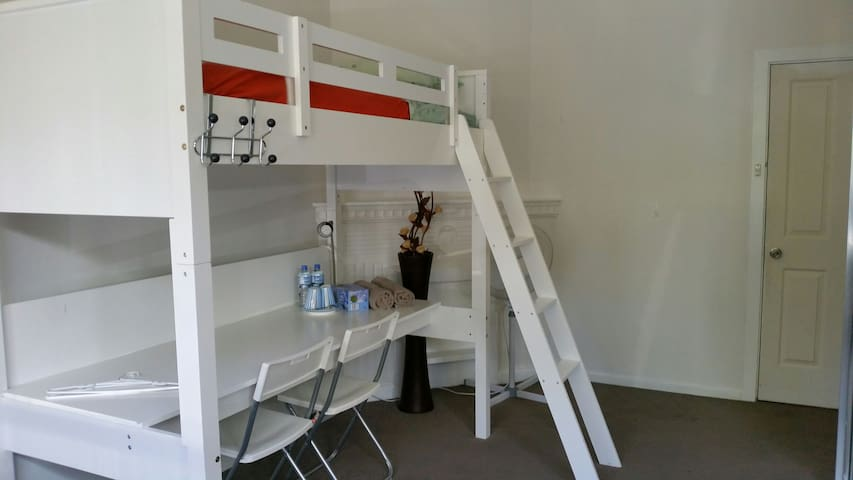 Female only - Room in Mascot, Sydney