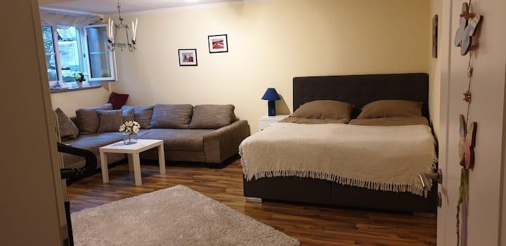 Schöne 2 Zimmer mit eigenem Bad Nähe München
