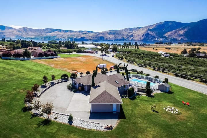 Gorgeous home w/ private pool, foosball table, hot tub, huge lawn, & lake views!