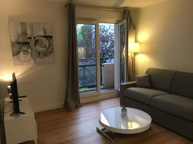 Small appartment (1 room, 21 m2) with balcony - Courbevoie - Apartemen