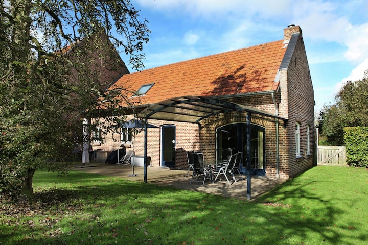 Pretty Farmhouse in Sint Odilienberg with Fenced Garden