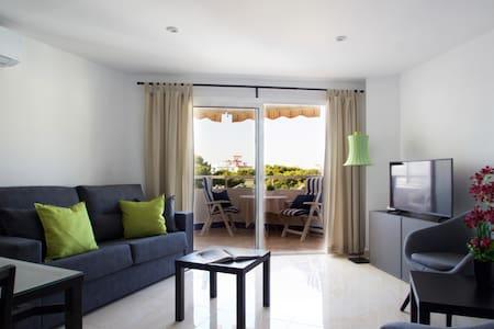 modern 55m2 city center, sunny balcony & views