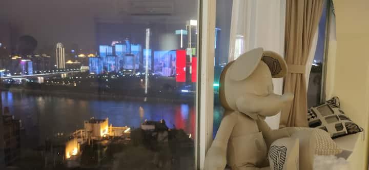 杰傲56解放碑商圈高层江景房&5分钟步行洪崖洞&全视野千厮门大桥重庆金融中心&门口地铁站&2米大圆床