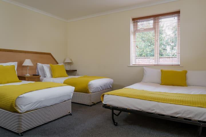 Ensuite Triple room - St Andrews Hotel