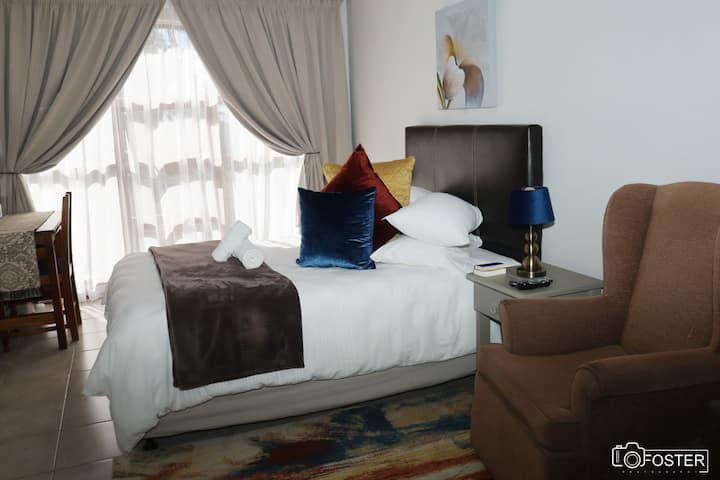 The Bronze Lily Room - Panorama Guest House KWT