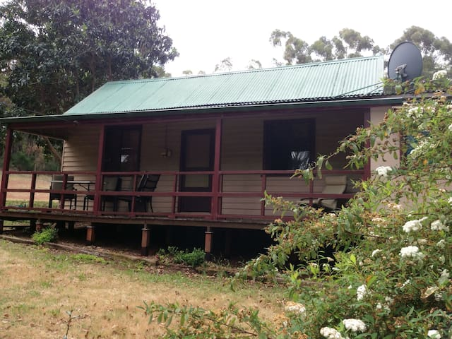 Blue Wren Cottage, Dwellingup, WA. Pet friendly.