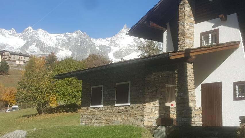 Villa con vista unica sul Monte Bianco - Verrand - Villa
