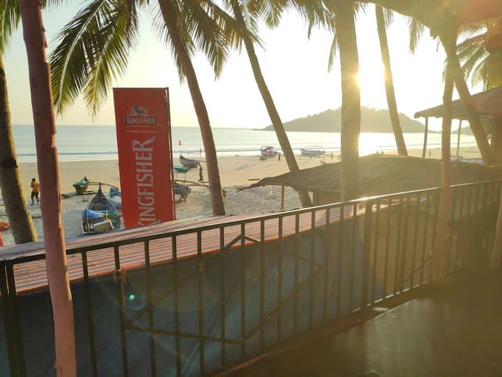 AC Sea View Huts on the beach in Goa 2