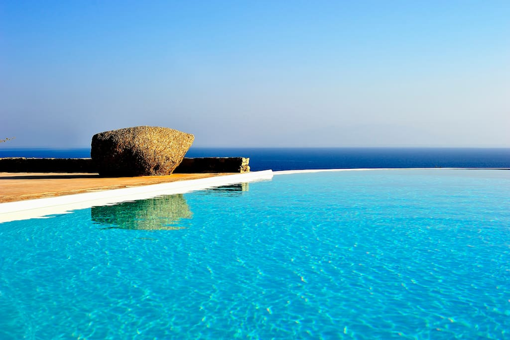 Infinity pool - South view - protected from wind