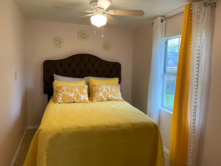 Small Cozy bedroom near Downtown, Deep Ellum,