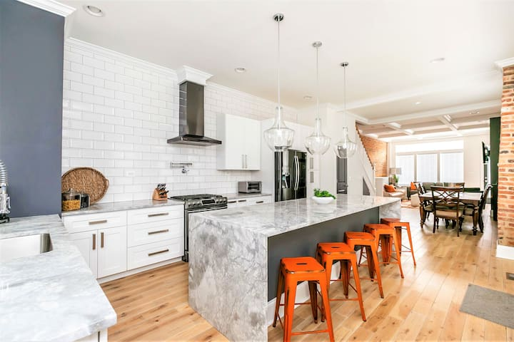 !NEW! LARGE LUXURY HOME NEAR HARBOR w/Rooftop Deck