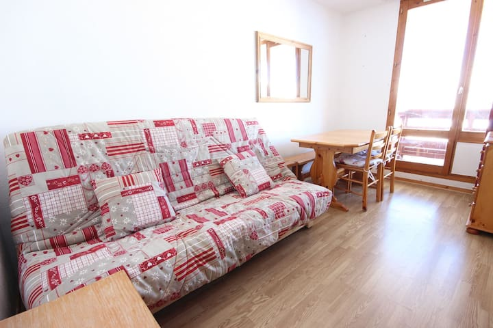 2 rooms apartment for 5 persons close to the pistes and the shops