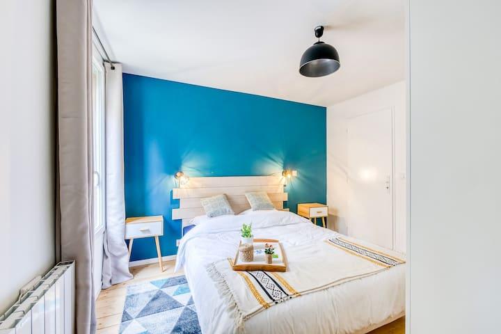 Chambre au calme, avec grand lit 160x200 cm.