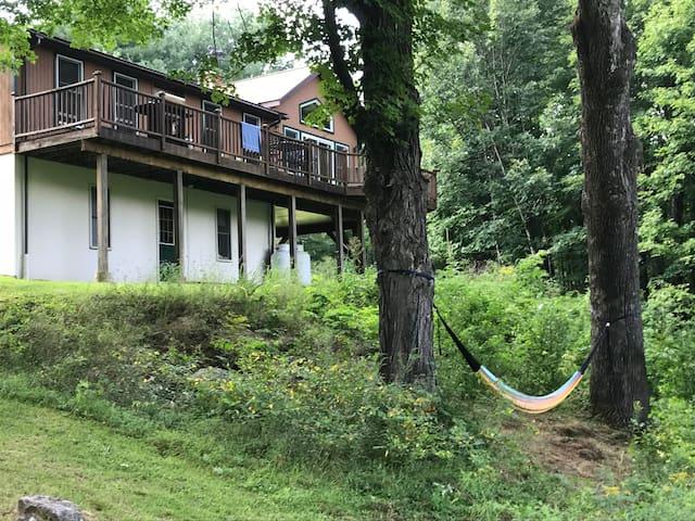 Private Mountain Lodge, Sleeps 8! 5mins to Hunter
