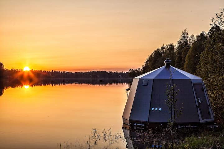 Aurora Hut on the Torne River 1