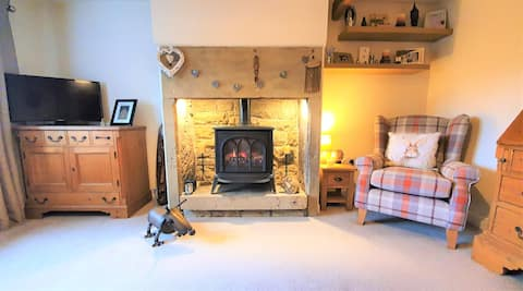 Hollins Cottage, 2 bedrooms with private bathroom