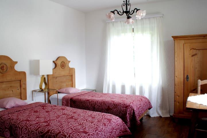 Schönes Zimmer mit 2 Einzelbetten inkl. Frühstück