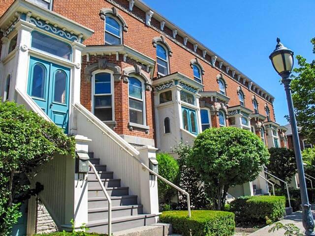 Bellevue Terrace • Luxury Suite