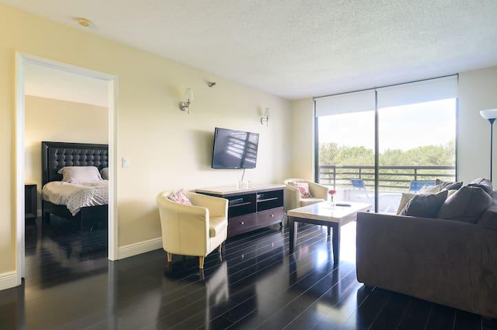 Beautiful 2 beds / 2 baths aptm Heart of Aventura
