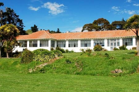 B&B with unique sea views -4 double bedrooms avail - Karitane