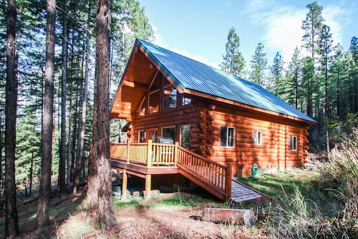 Riverfront retreat private leavenworth log cabin for Leavenworth cabin rentals