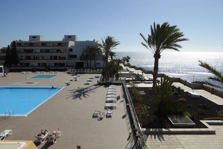 luxueus appartement met VERWARMD zwembad !